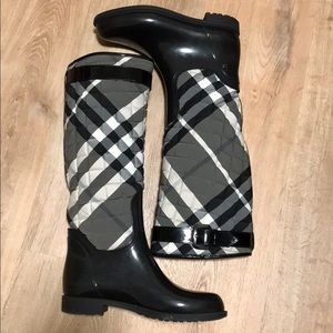 Burberry Quilted patent Rain 🌧 boots